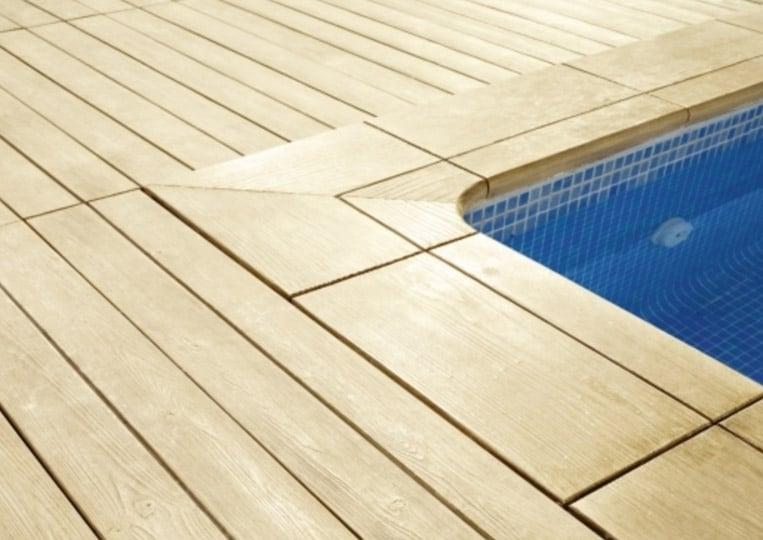 Bord de piscine en pierre reconstituée acl madeira deck classic couleur sable