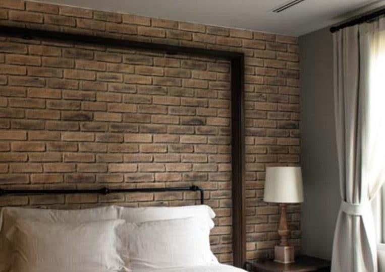 Chambre avec un pant de mur en pierre de parement mathios masterbrick