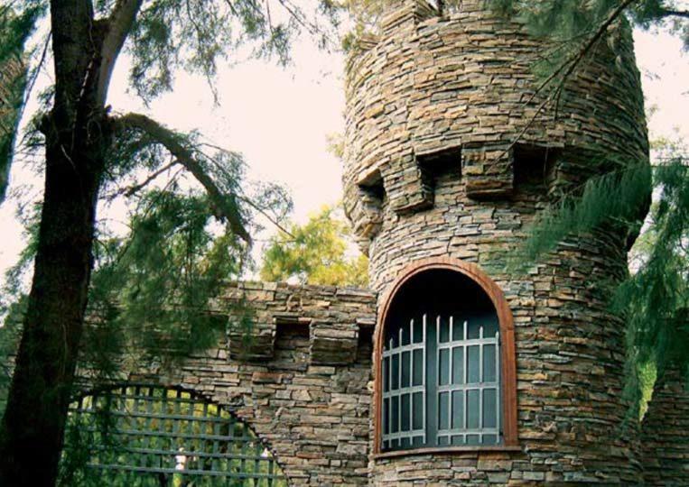 Tour de chateau réalisé en pierre reconstituée mathios bretagne