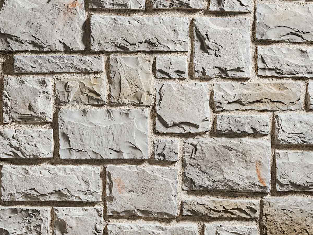 Mur en pierre reconstituée rastone tudor de couleur clair
