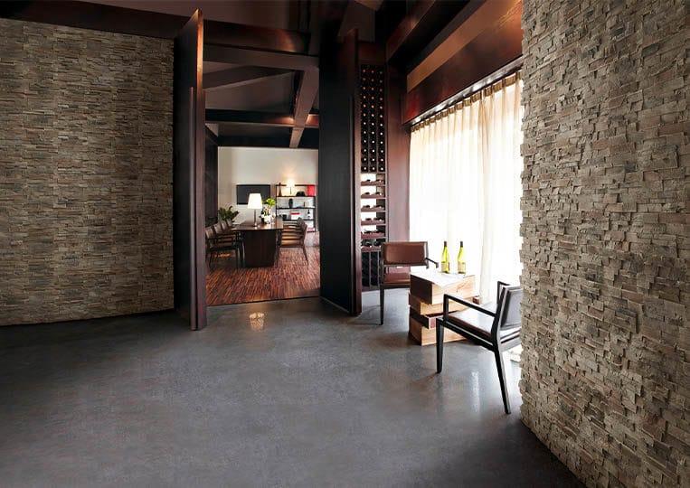 Intérieur de restaurant avec des murs en pierre de parement acl royal gris