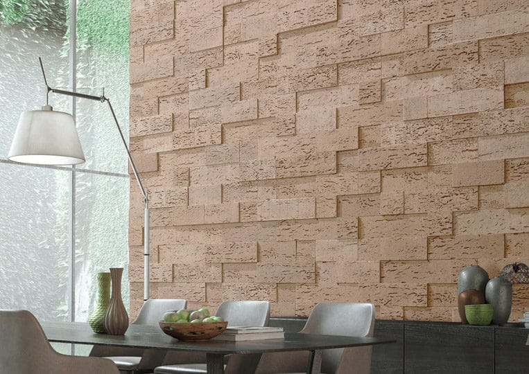 Salle à manger avec un pant de mur en pierre de parement acl stone cork clair