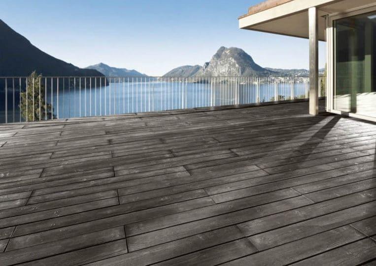 Terasse extérieure vue sur lac avec un sol imitation parquet anthracite acl madeira deck classic