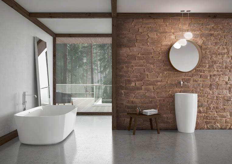 Salle de bain avec un pant de mur en pierre reconstituée couleur café acl marte