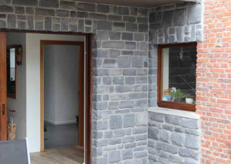 Pants de murs d'une maison en pierre reconstituée pietre d'arredo granada