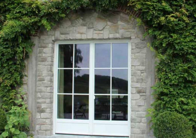 Pant de mur avec fenêtre en pierre reconstituée pietre d'arredo granada