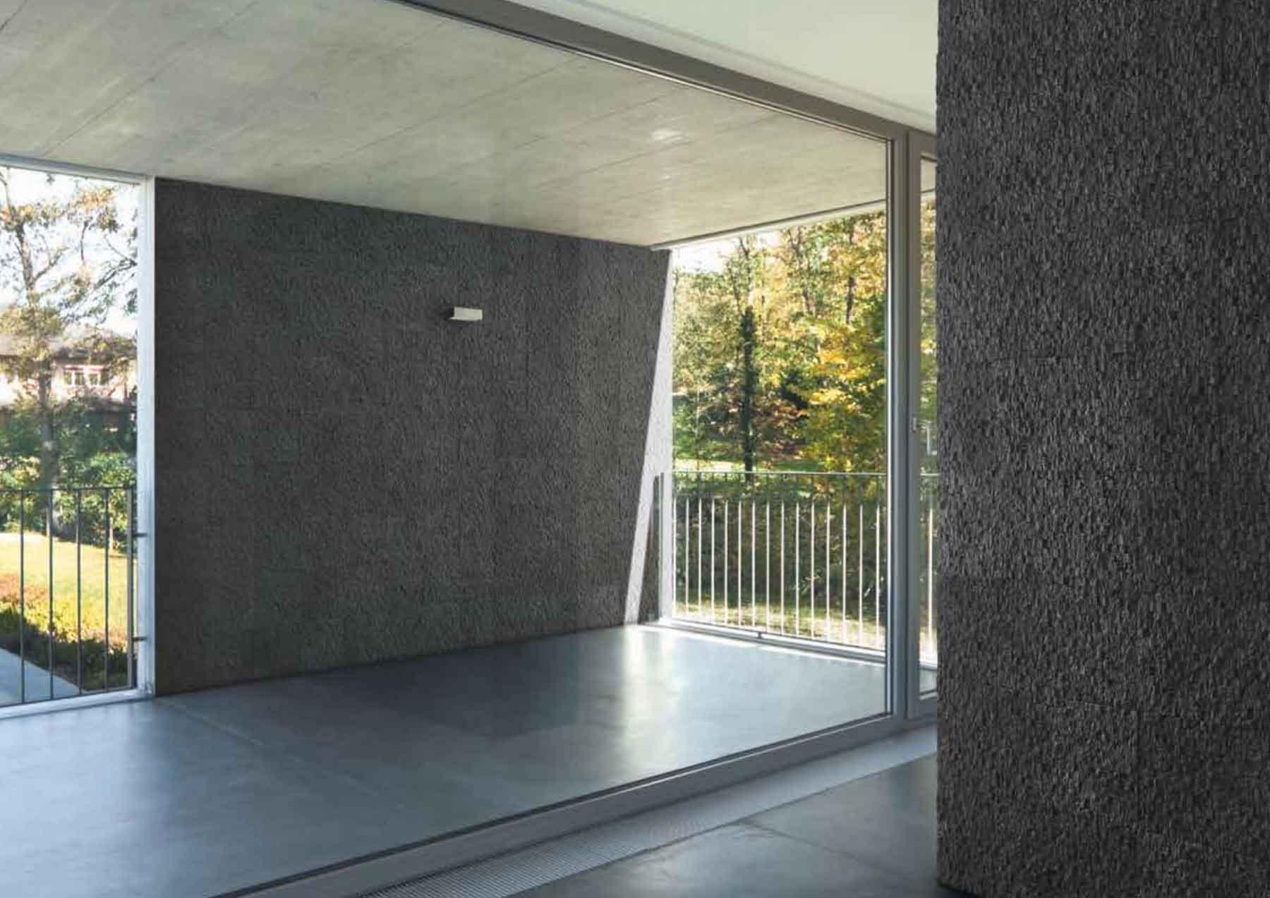 Intérieur avec un pant de mur en pierre reconstituée acl cubus couleur anthracite