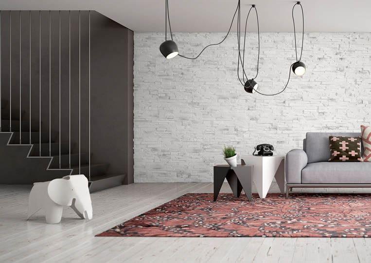 Salon moderne avec un pant de mur en pierre reconstituée acl caster clair