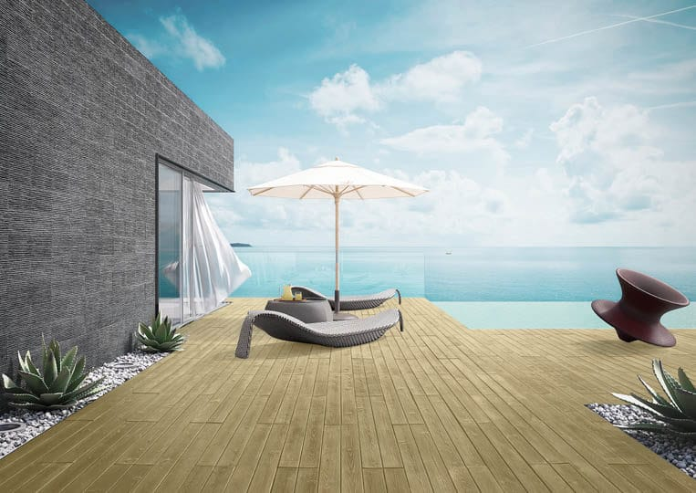 Terasse extérieure avec transat, parasol et vue sur mer avec un sol imitation parquet sable acl madeira deck classic
