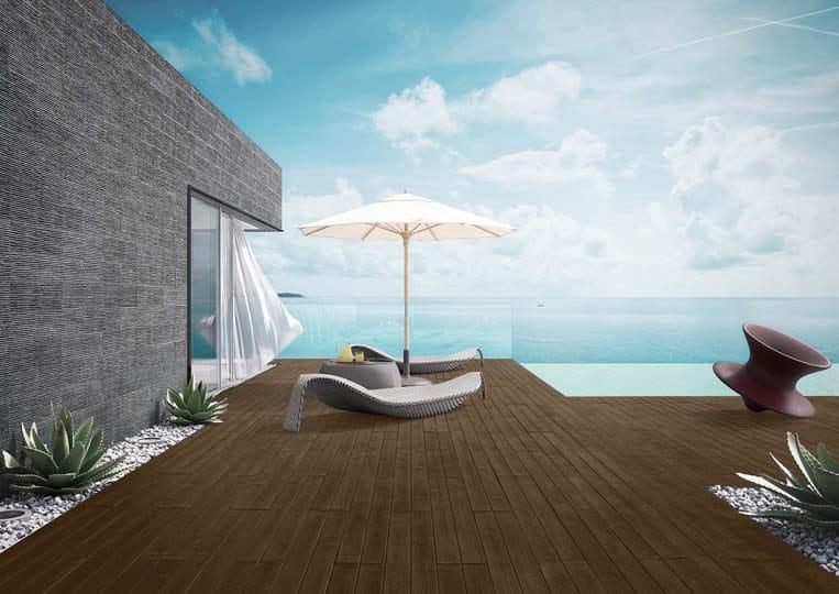 Terasse extérieure avec transat, parasol et vue sur mer avec un sol imitation parquet café foncé acl madeira deck classic
