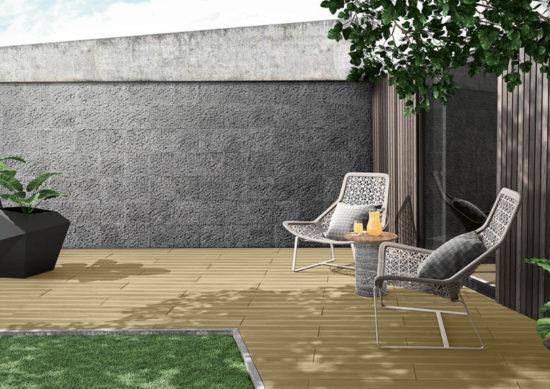 Terasse extérieure de jardin avec un sol imitation bois couleur sable acl madeira deck striped