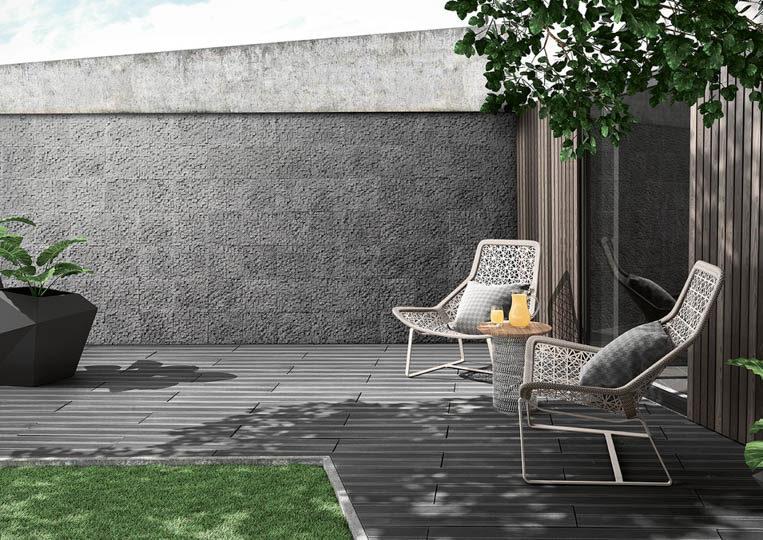 Terasse extérieure de jardin avec un sol imitation bois couleur gris acl madeira deck striped