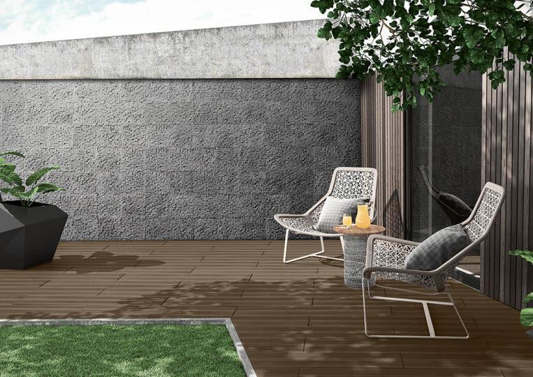 Terasse extérieure de jardin avec un sol imitation bois couleur café foncé acl madeira deck striped