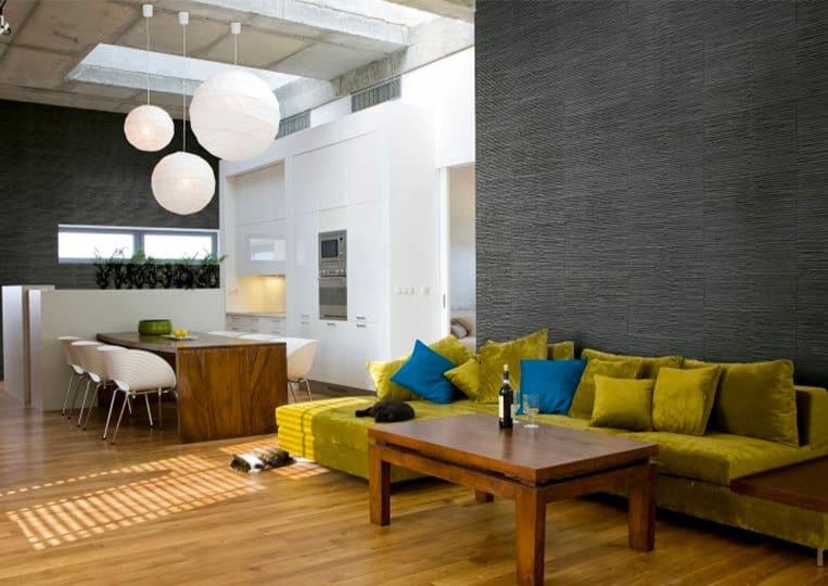 Salon intérieur avec un pant de mur en pierre reconstituée couleur anthracite acl riscado