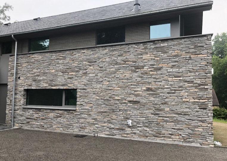 Devanture de maison en pierre reconstituée rastone sierra gris
