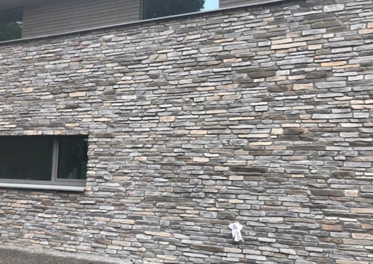 Pant de mur d'une maison en pierre reconstituée rastone sierra grise