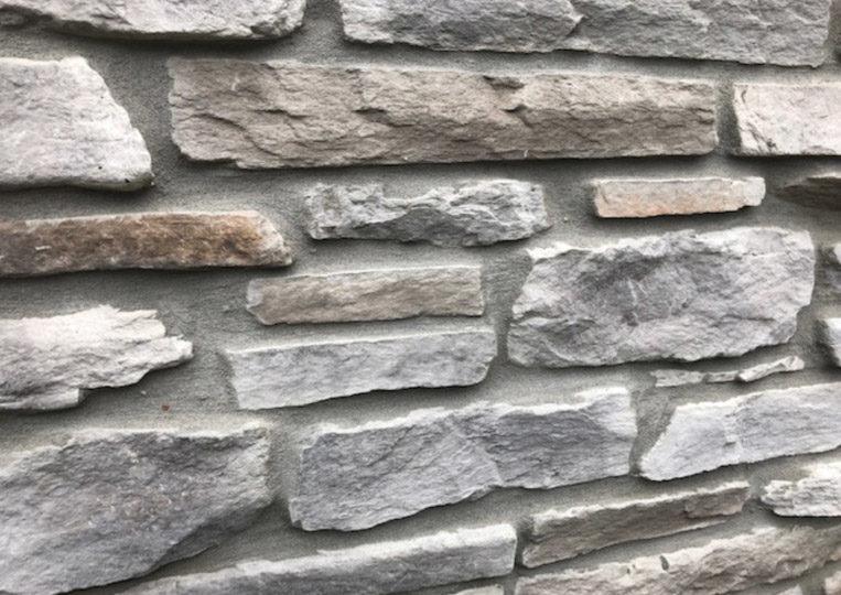 Mur en pierre reconstituée rastone sierra gris