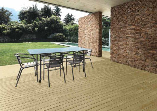 Terrasse extérieure couverte avec un sol en pierre reconstituée acl madeira deck classic