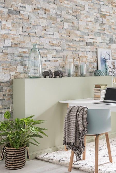 Pan de mur intérieur en pierre naturelle beige