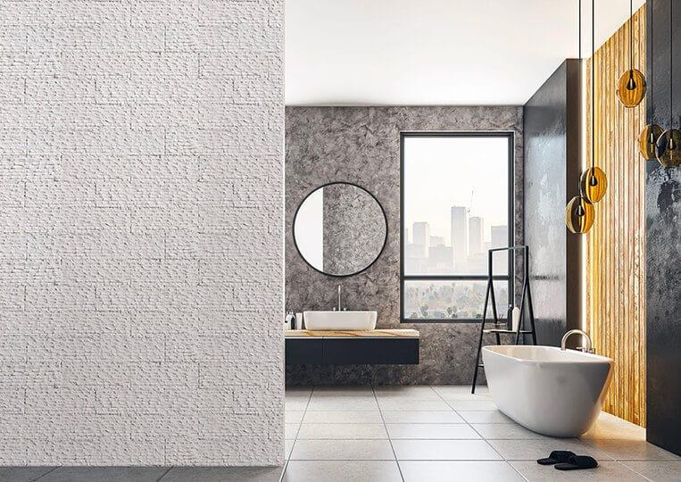 Salle de bain avec une séparation en pierre de parement reconstituée