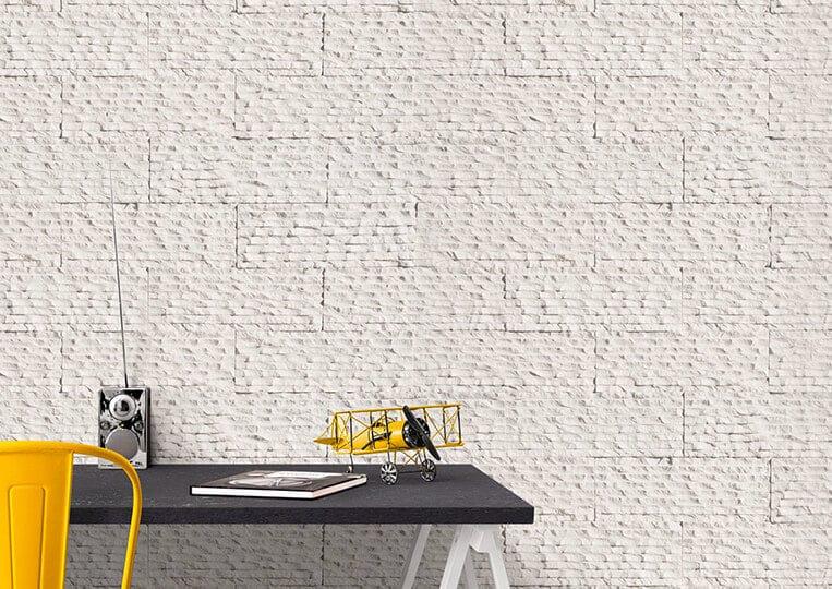 Mur en pierre de parement reconstituée de couleur blanche