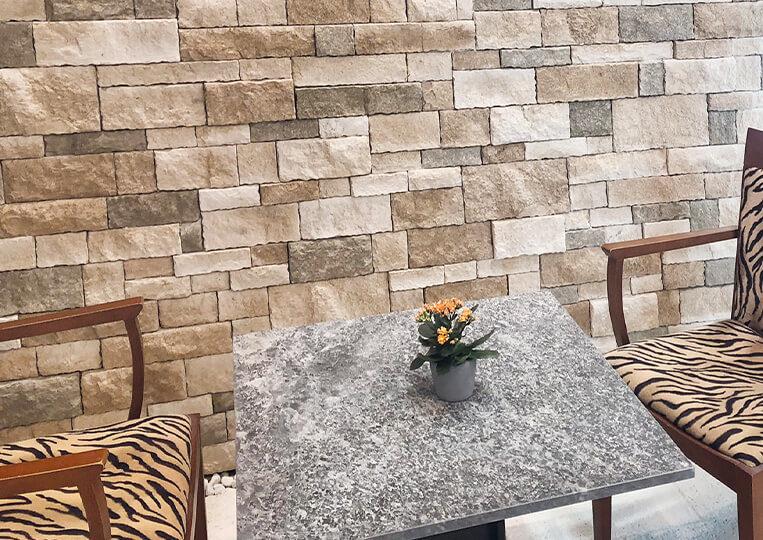 Mur d'un petit salon construit en colorado pierre reconstituée