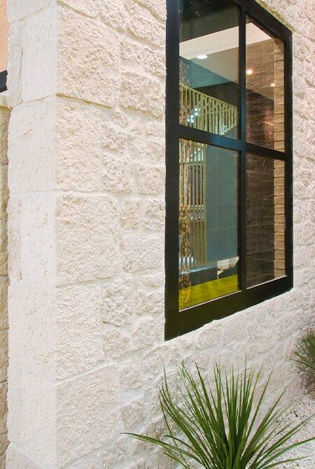 Pans de mur construit en cortijo pierre reconstituée