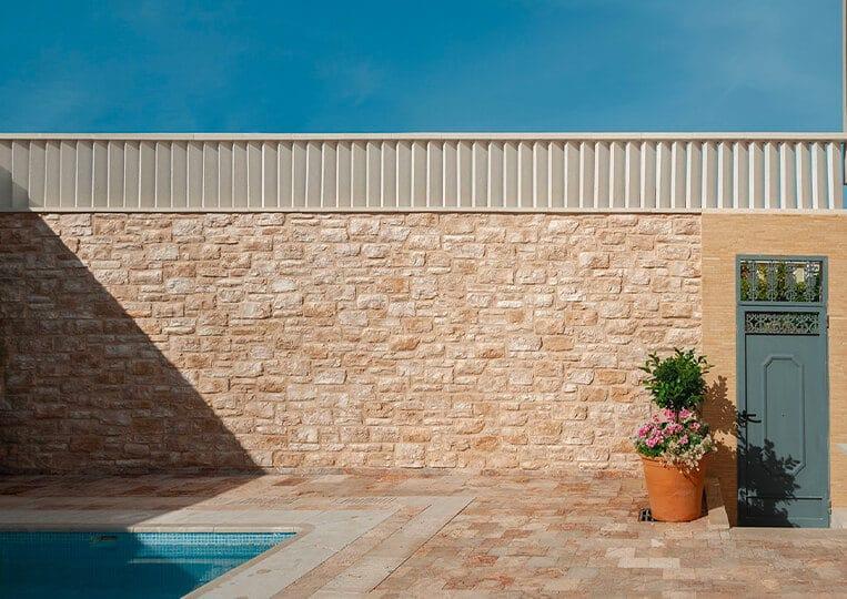Mur extérieur construit en piamonte pierre de parement