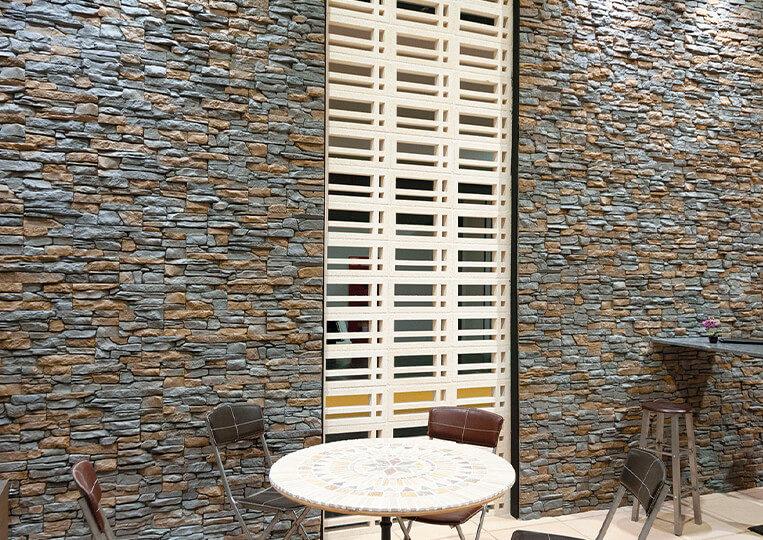 Mur en pierre de parement reconstituée de couleur grise