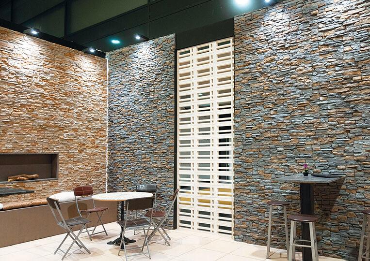 Espace avec des murs en pierre de parement reconstituée santander