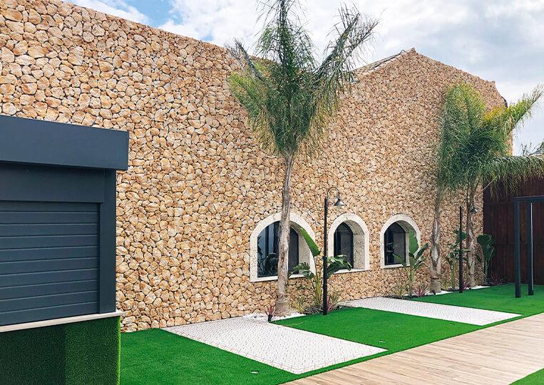 Mur extérieur en pierre de parement timanfaya
