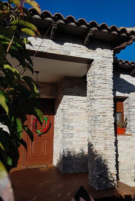 Devanture de maison en pierre de parement varadero