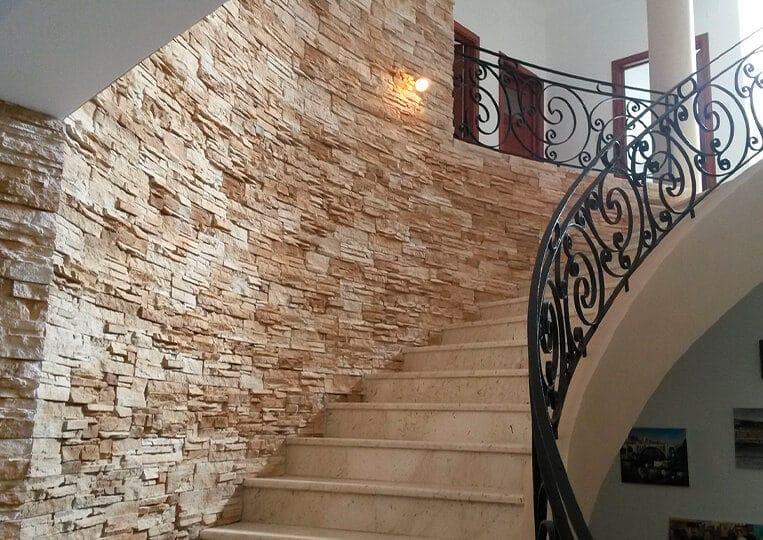 Mur d'escalier en pierre de parement varadero